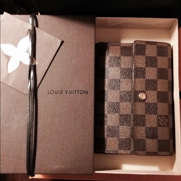 c022dd2576c04 Louis Vuitton Handbags - Auth LV Porte Tresor Etui Papiers Damier Wallet